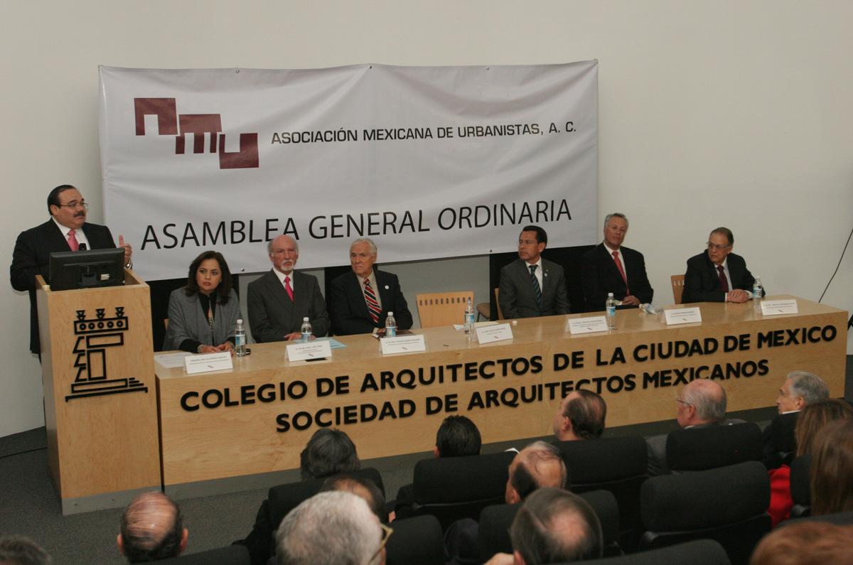 Al participar en la Asamblea de la Asociación Mexicana de Urbanistas, el secretario de la Reforma Agraria, Jorge Carlos Ramírez Marín, dijo que el reto del país es construir ciudades que propicien cohesión social.