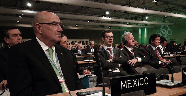 El Secretario comentó las reformas que se hacen en México para alentar a la industria a producir con menos contaminación