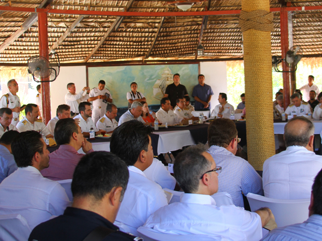 El comisionado Mario Aguilar Sánchez destacó la gran cooperación institucional que ha habido entre SEMARNAT, SAGARPA, SEMAR, PROFEPA, CONAPESCA, INAPESCA y el Gobierno del estado, con el respaldo absoluto de la comunidad de pescadores.