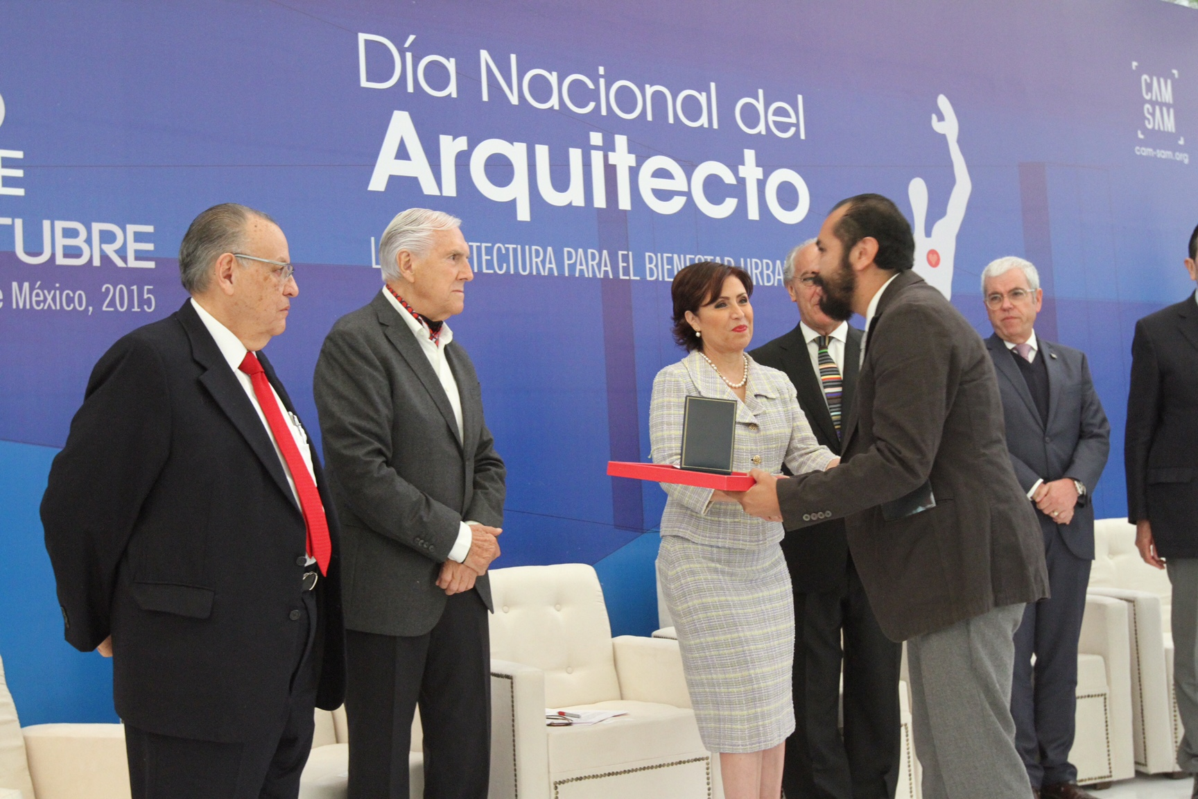 Reflexionó sobre la posibilidad de crear gobiernos metropolitanos, al participar en la celebración del Día Nacional del Arquitecto.