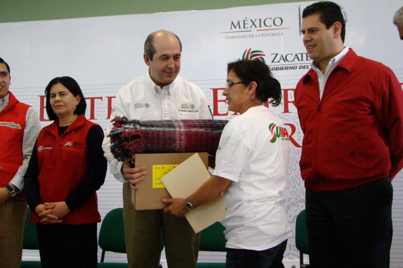 Se entregan cobijas, cobertores y otros insumos a la población afectada por las bajas temperaturas, de los estados de Durango, San Luis Potosí y Zacatecas