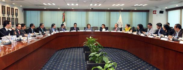 Arely Gómez González expresó su solidaridad con los familiares de los jóvenes desaparecidos.