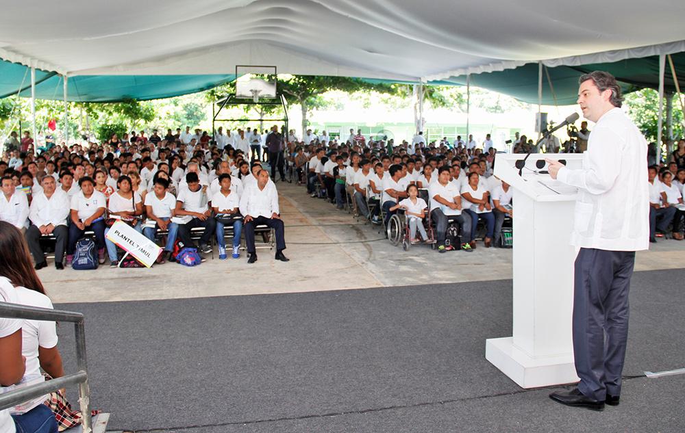 Intervención del secretario de Educación Pública, Aurelio Nuño Mayer, durante la entrega de libros de texto gratuito en el Telebachillerato Comunitario Ermilio Abreu Gómez