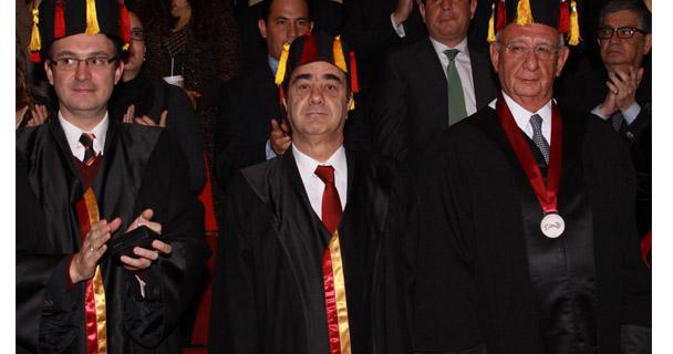 El Titular de la PGR y Presidente de la Junta de Gobierno del INACIPE, confiere el Doctorado Honoris Causa al Ministro Juan N. Silva Meza.
