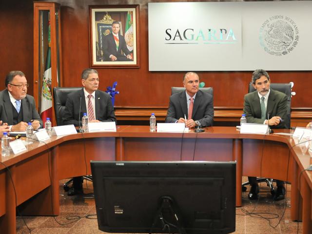 Reunión del titular de SAGARPA, José Calzada Rovirosa, con integrantes de la Confederación de Porcicultores Mexicanos (CPM).