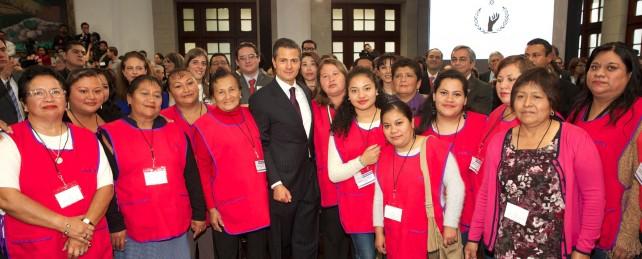 Por ello, hoy el Estado mexicano condecora a quienes hacen de la defensa de los derechos humanos una forma de vida y una esperanza para todos aquellos que, por su condición, se encuentran en un mayor grado de vulnerabilidad.