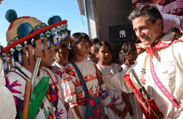 Existe una deuda histórica con los indígenas en México. Existe una deuda con los más pobres, los que más carencias tienen.