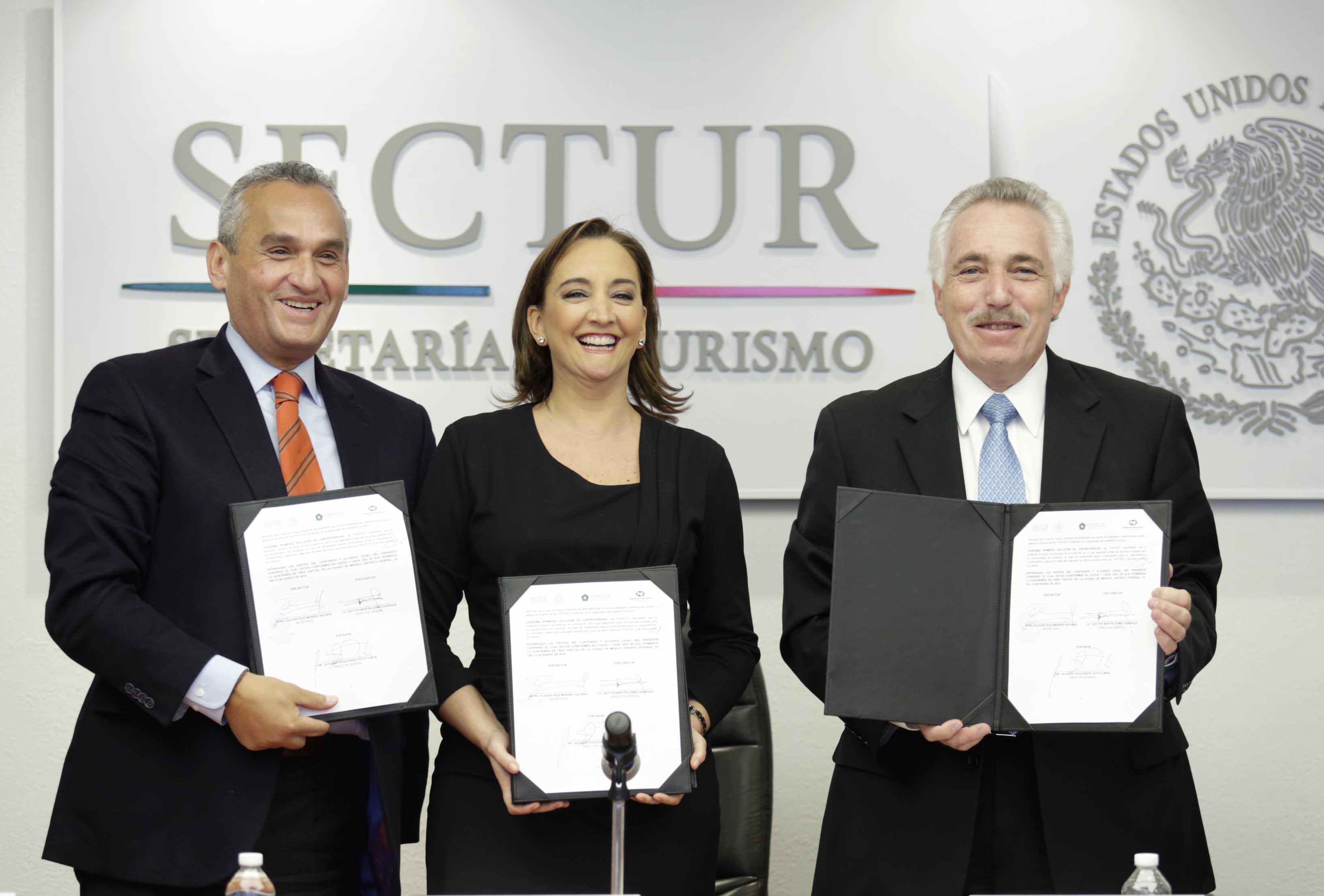 Claudia Ruiz Massieu y los titulares de Nafinsa y el Fonatur, Jacques Rogozinski y Héctor Gómez Barraza, respectivamente, establecen bases para incorporar a empresas turísticas a programas de fomento de esta banca de desarrollo, en todos sus niveles.