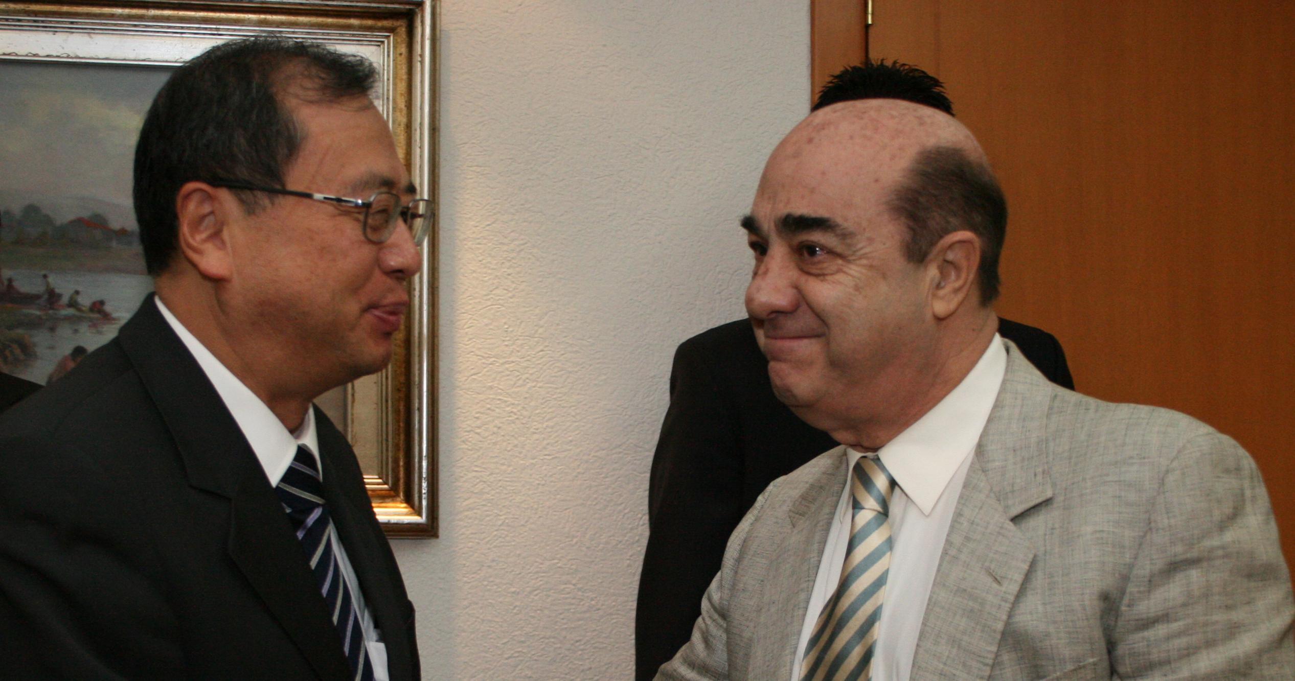 El titular de la PGR se reúne con el embajador de Japón en México