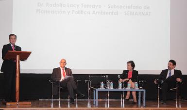 El Subsecretario de Planeación y Política Ambiental de la SEMARNAT, Rodolfo Lacy Tamayo, felicitó al Gobierno francés por su esfuerzo diplomático para lograr que la COP21 sea un éxito.