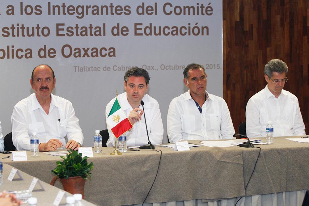 Comunicado 296.- Nadie puede obligar a maestros de Oaxaca a marchar ni hacer algo fuera de sus atribuciones: Nuño Mayer