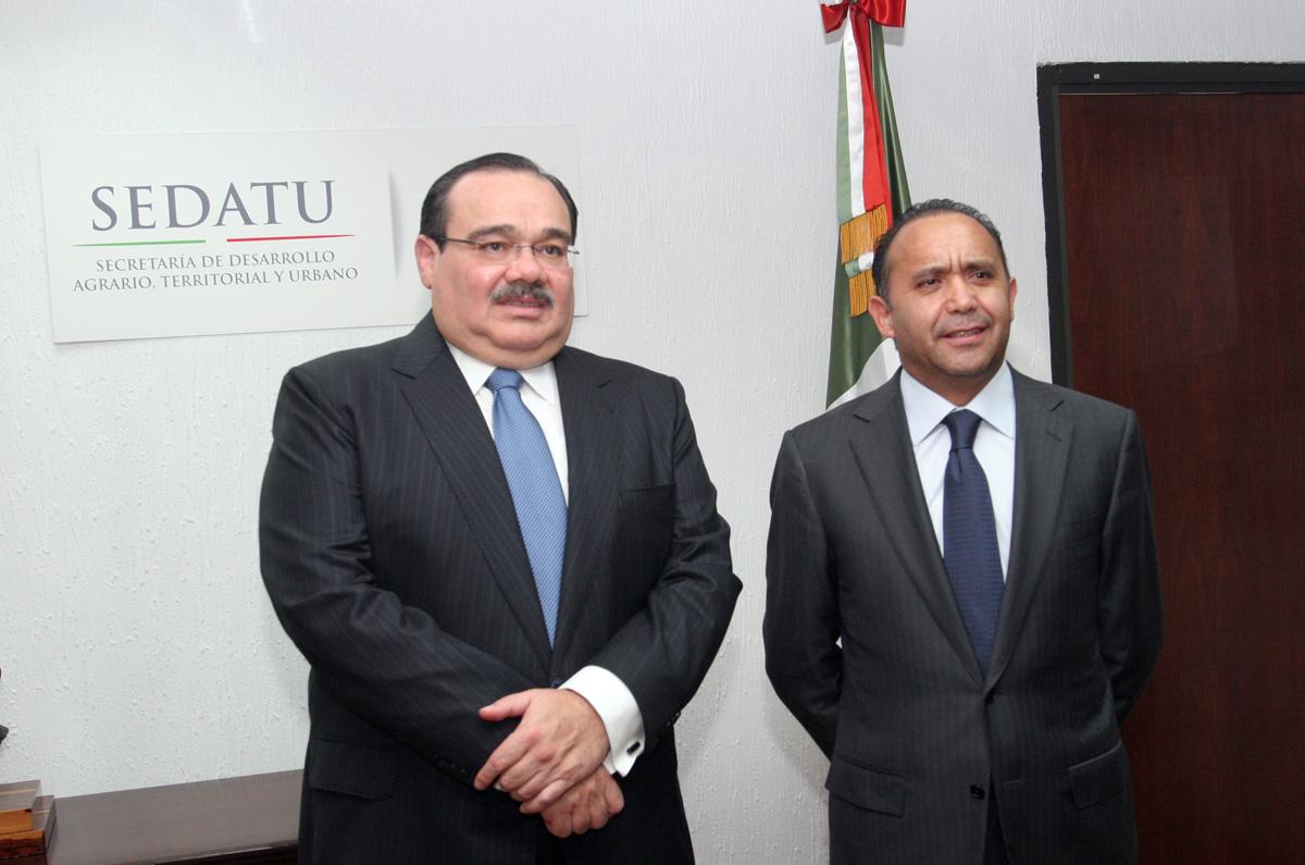 El Secretario de Desarrollo Agrario, Territorial y Urbano (SEDATU), Jorge Carlos Ramírez Marín, con Jesús Sergio Alcántara Núñez nuevo director de la CORETT.