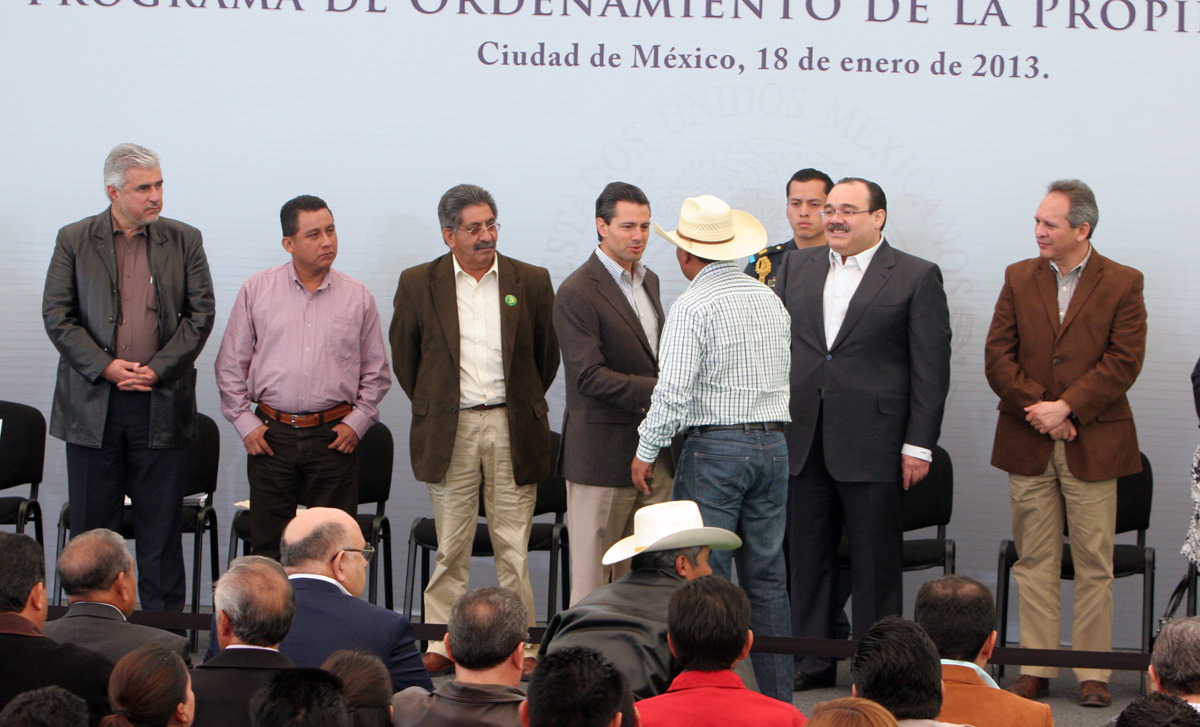 El secretario de Desarrollo Agrario, Territorial y Urbano (SEDATU), Jorge Carlos Ramírez Marín, acompañó al Presidente Enrique Peña Nieto, en la ceremonia de Entrega de Apoyos del Programa de Ordenamiento de la Propiedad Rural.