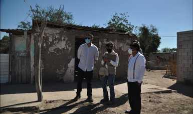 A la izquierda, Román Meyer Falcón, secretario de Desarrollo Agrario, Territorial y Urbano y al extremo derecho, Adelfo Regino Montes, director general del Instituto Nacional de los Pueblos Indígenas.