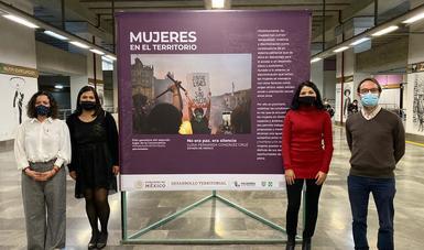 Inauguración de la exposición Mujeres en el Territorio en el metro de la Ciudad de México.