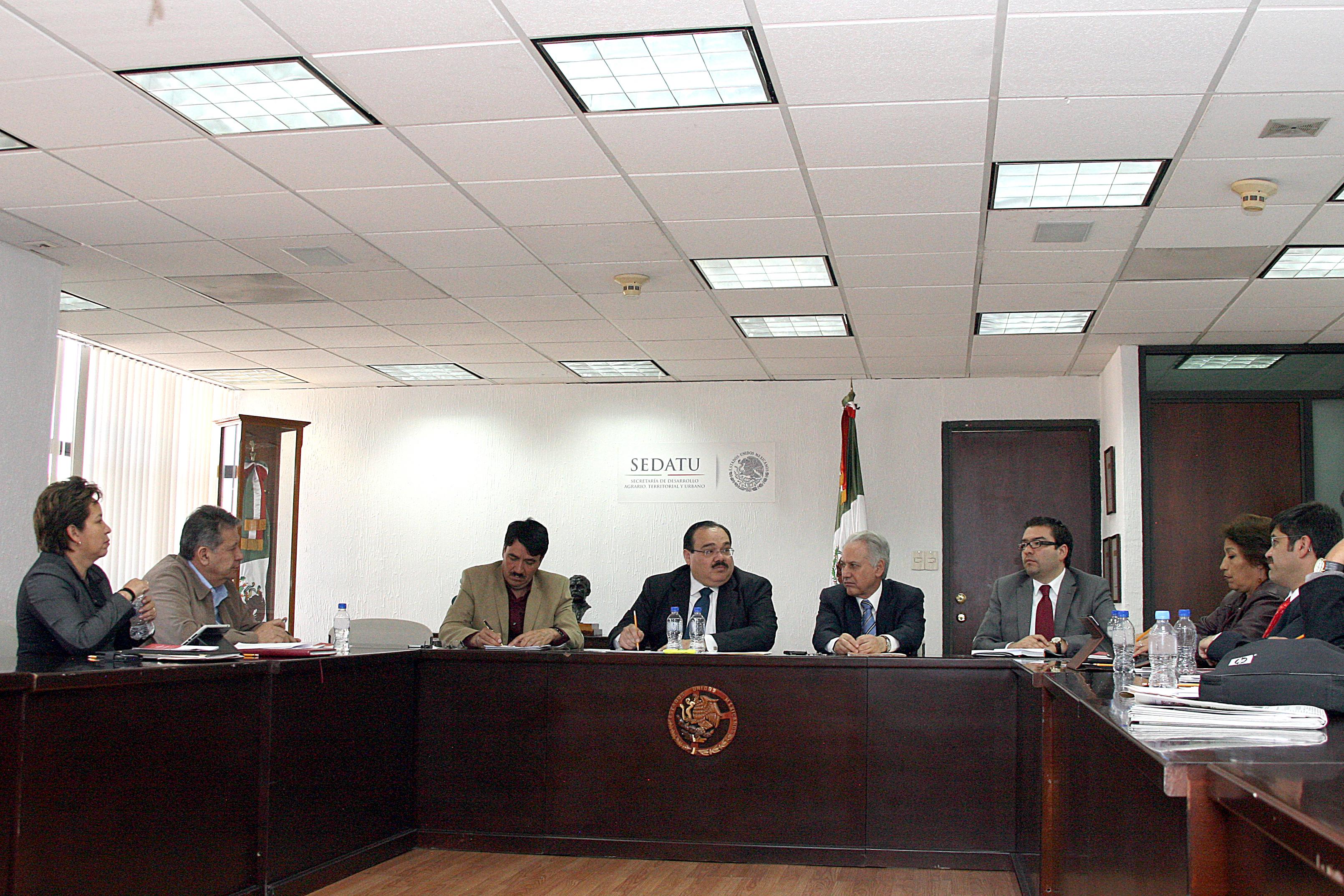 El Secretario de Desarrollo Agrario, Territorial y Urbano (SEDATU), Jorge Carlos Ramírez Marín, con los líderes de la organización Antorcha Campesina.