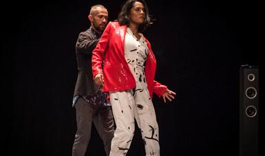 Cantos de color púrpura es un performance dancístico de la artista sinaloense Katya García.
