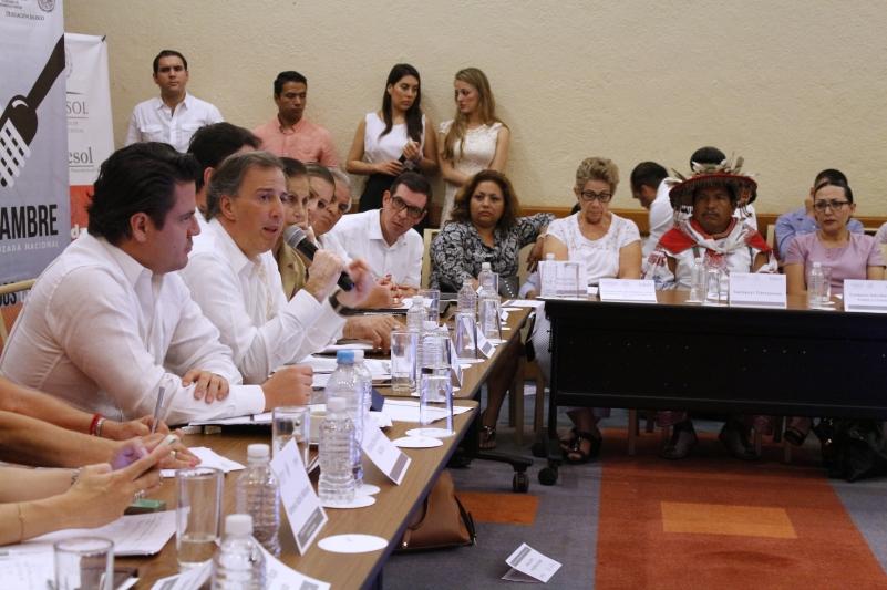 Sumar esfuerzos para reducir carencias sociales: José Antonio Meade