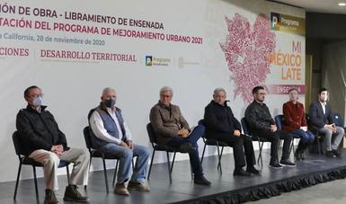 Autoridades federales, estatales y municipales en el anuncio de la entrada del Programa de Mejoramiento Urbano en Ensenada, Baja California.