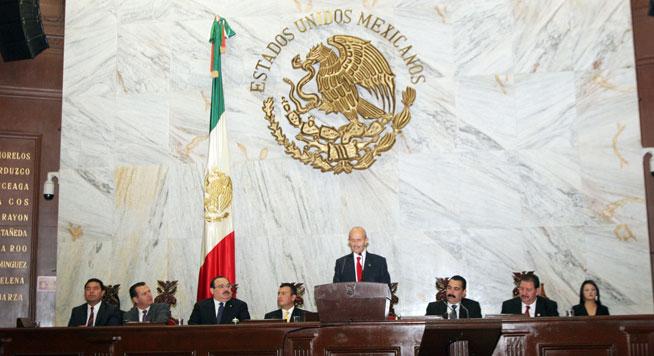 Primer Informe de labores del Gobernador de Michoacán, Fausto Vallejo Figueroa.