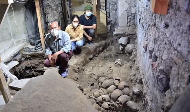 Localizan arqueólogos el costado este y la fachada externa de la torre de cráneos del Huei Tzompantli de Tenochtitlan.Foto Melitón Tapia INAH.JPG-