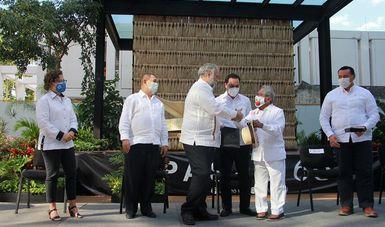 Inauguran Miguel Torruco y el gobernador Mauricio Vila el Museo de Armando Manzanero