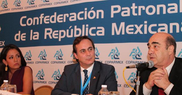 Entrevista realizada al Procurador Jesús Murillo Karam, al término de la comida con la COPARMEX en su 34 Aniversario.