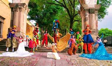 En el año 2005, el actor y dramaturgo Erick Barba Rugerio decidió fundar la compañía teatral Espejo Ilusión, en el estado de Tlaxcala, con el objetivo de trasmitir, compartir y difundir el arte dramático.