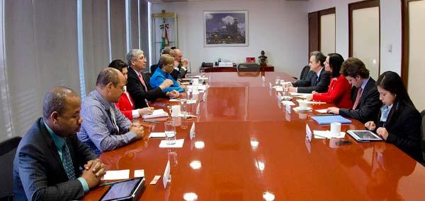 Recibió el Secretario de Energía, Licenciado Pedro Joaquín Coldwell, a la Ministra de Energía de Belice, Audrey Joy Grant