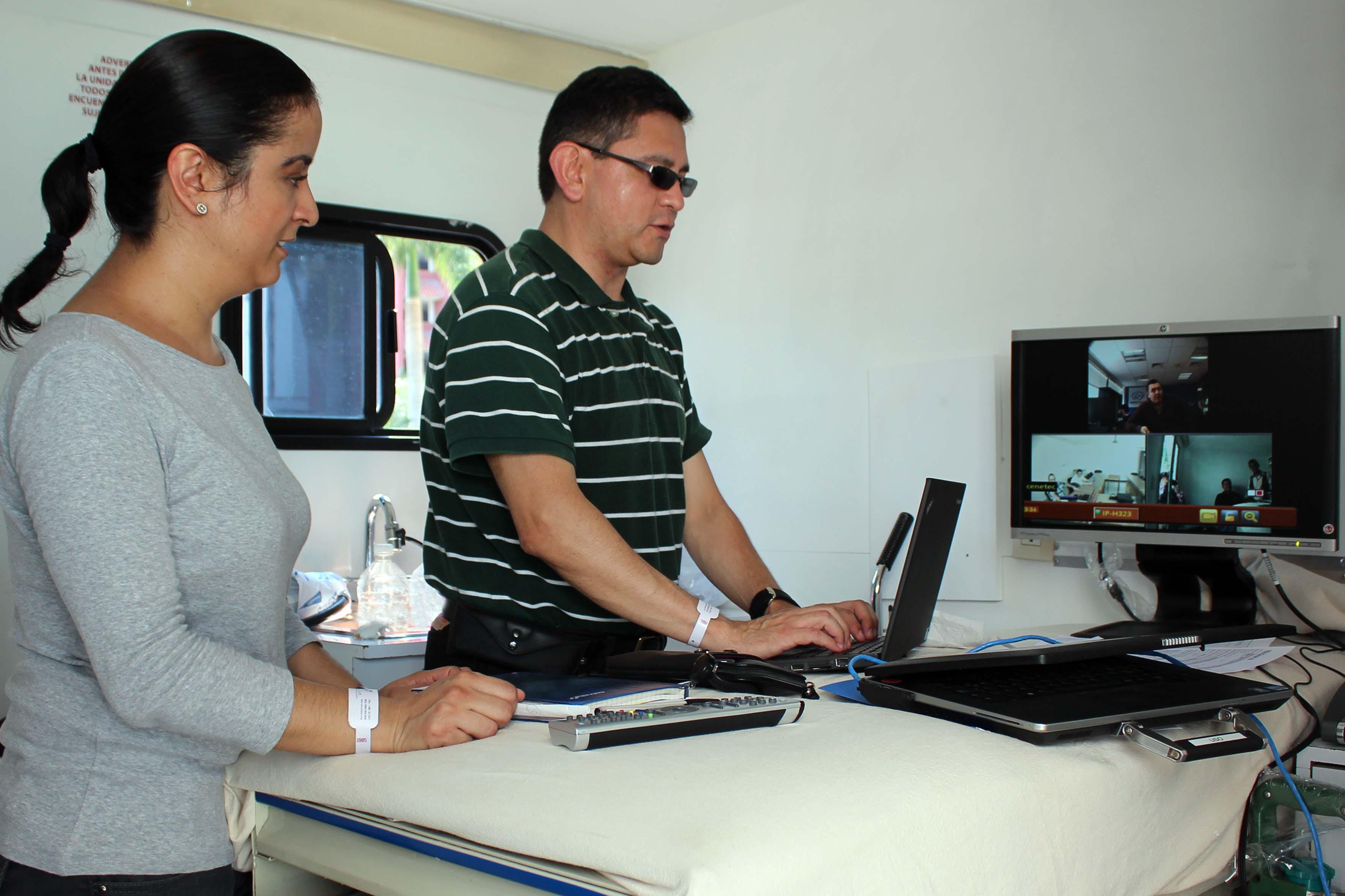 Consiste en que vía satelital, se garantice la cobertura de servicios en unidades médicas móviles.