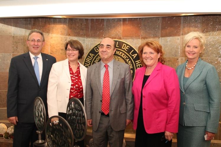 Se reúne el Procurador Jesús Murillo Karam con Senadoras de los Estados Unidos de América