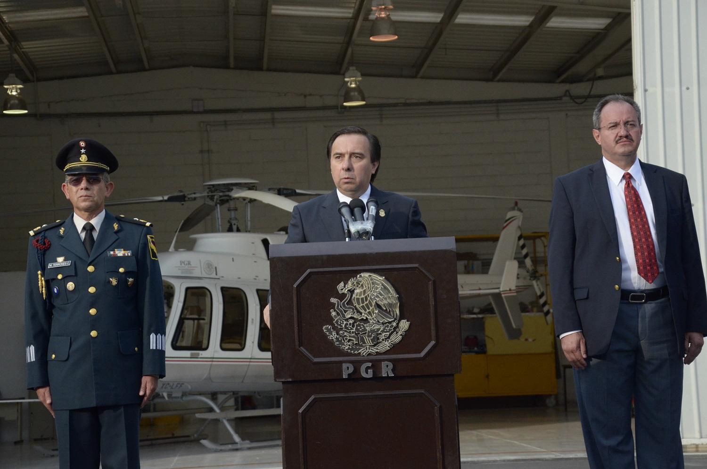 Durante la presentación de Juan Manuel Rodríguez García, en el hangar de la PGR.