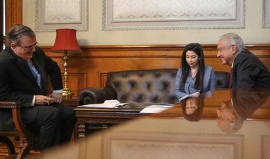 Presidente Andrés Manuel López Obrador en llamada con la vicepresidenta de Estados Unidos, Kamala Harris