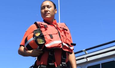 """La Marinero de Infantería de Marina Rosa María Pérez Oliva, nadadora  de rescate recibió la """"Mención de Honor"""" de la """"Distinción de la Organización Marítima  Internacional (OMI) al valor excepcional en el mar 2020"""""""