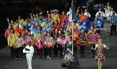 Maria del Rosario Espinoza como abanderada de México en los Juegos Olímpicos de Londres 2012