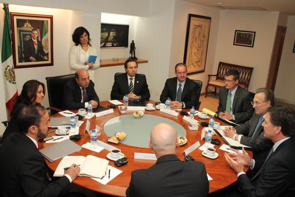 Jesús Murillo Karam, Procurador General de la República, con James Comey, Director del Buró Federal de Investigaciones (FBI) de Estados Unidos de América