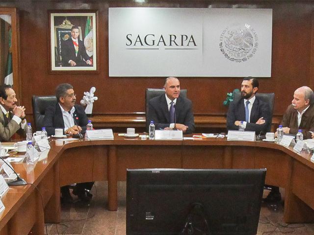 Revisan SAGARPA y CAP acciones integrales para el desarrollo productivo y social de núcleos rurales.