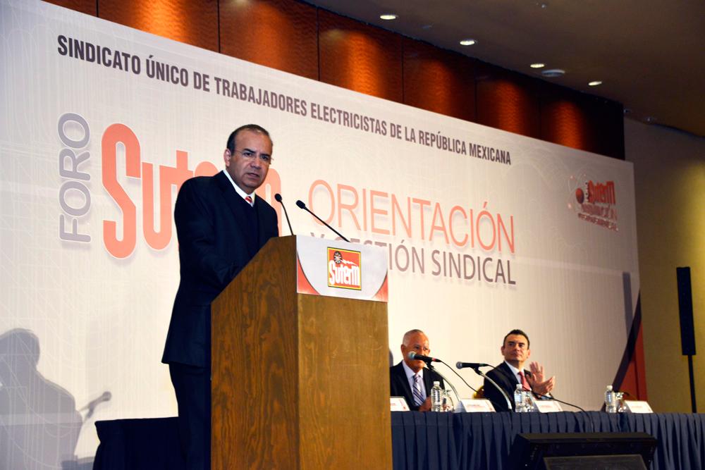 El Secretario del Trabajo y Previsión Social, Alfonso Navarrete Prida, afirmó que en estos tiempos de profundas transformaciones de sus instituciones, México reclama sindicatos fuertes y autónomos, dinámicos y críticos.