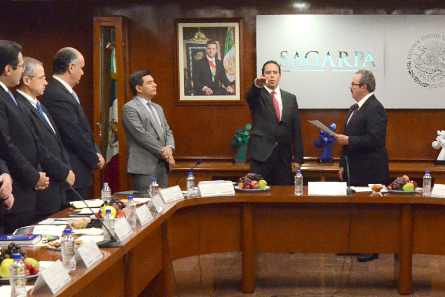 En cumplimiento a la instrucción del Presidente de la República, Enrique Peña Nieto, el titular de la SAGARPA, Enrique Martínez y Martínez, tomó protesta a Alejandro Vázquez Salido como nuevo director en jefe de ASERCA.