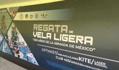 letrero con el nombre de la competencia. Regata de Vela Ligera 200 Años de la Armada de Mèxico