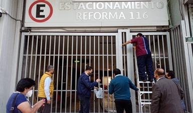 Personal de la Secretaría retira sellos de resguardo del inmueble ubicado en Reforma 116