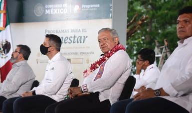 Presidente Andrés Manuel López Obrador y secretario de Bienestar, Javier May.