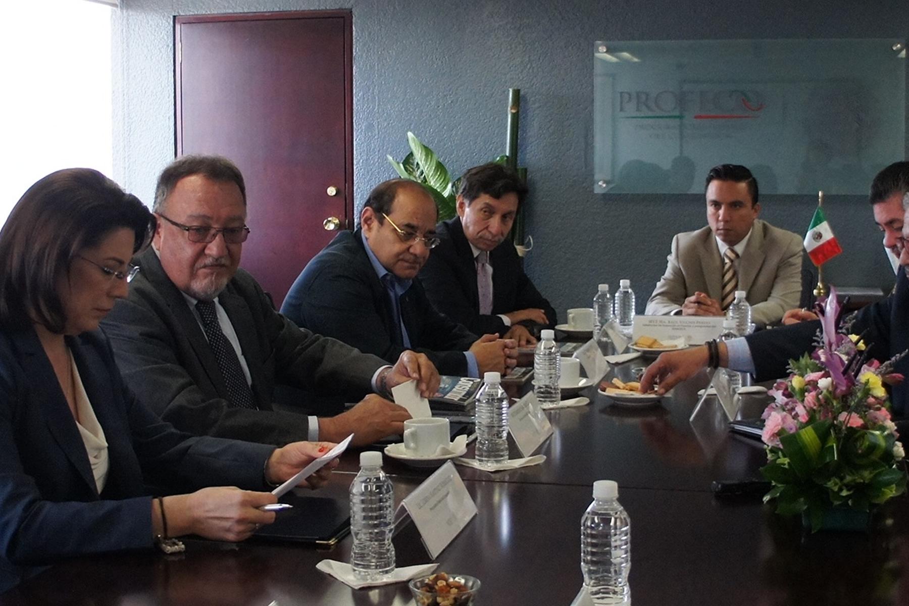 Durante la firma del documento, los titulares del SENASICA, Enrique Sánchez Cruz, y de la PROFECO, Lorena Martínez Rodríguez, coincidieron en que el acuerdo focaliza las acciones que realizan ambas dependencias.