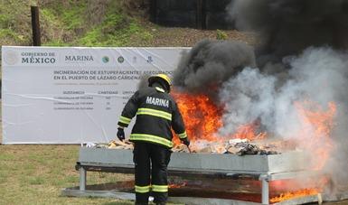 Marina, Aduanas y FGR, incineran más de media tonelada de cocaína, asegurada en el puerto de Lázaro Cárdenas, Michoacán