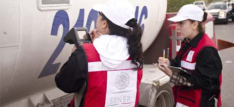 La Secretaría de Energía realiza operativo de verificación a vehículos que transportan Gas L.P., en la ciudad de Querétaro