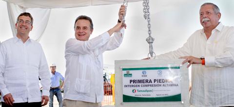 EL SECRETARIO DE ENERGÍA COLOCÓ LA PRIMERA PIEDRA PARA LA CONSTRUCCIÓN DE LA ESTACIÓN DE COMPRESIÓN DE ALTAMIRA.