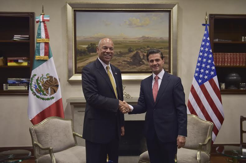 El Primer Mandatario y el Secretario Johnson dialogaron sobre distintas acciones para mejorar la seguridad y la competitividad económica de la frontera entre ambos países.