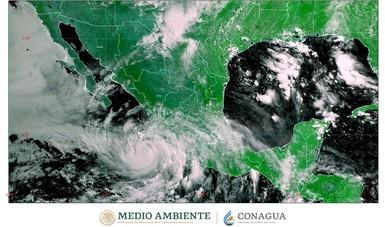 Imagen satelital con filtros infrarrojos que muestra nubosidad sobre el territorio nacional. Logotipo de Semarnat y Conagua.