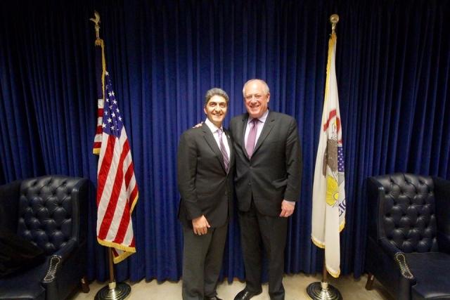 Destaca el Gobernador estadounidense la importancia de los migrantes mexicanos en el desarrollo de su estado.