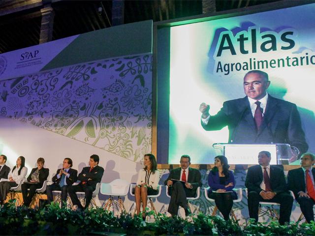 El secretario José Calzada Rovirosa encabezó la presentación del Atlas Agroalimentario 2015.